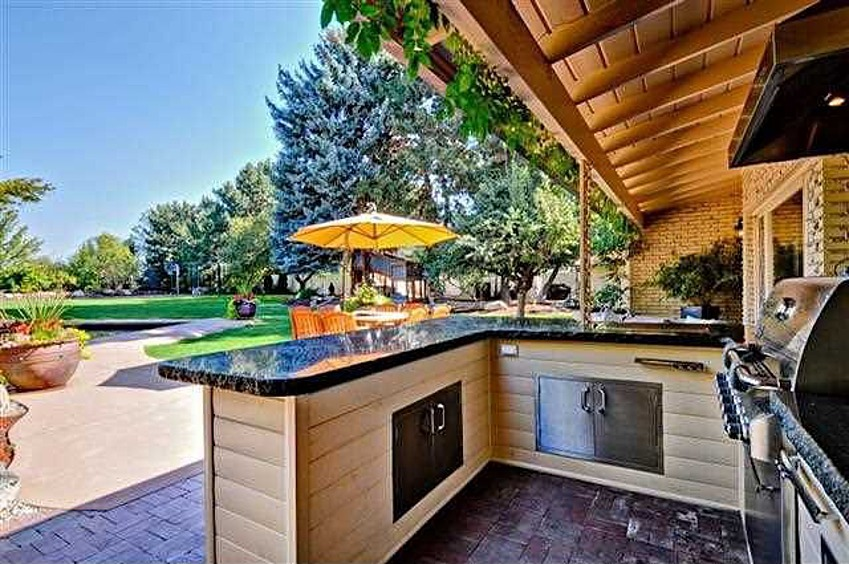 Great ideas for outdoor kitchens freestyle pools spas inc for Small backyard kitchen designs