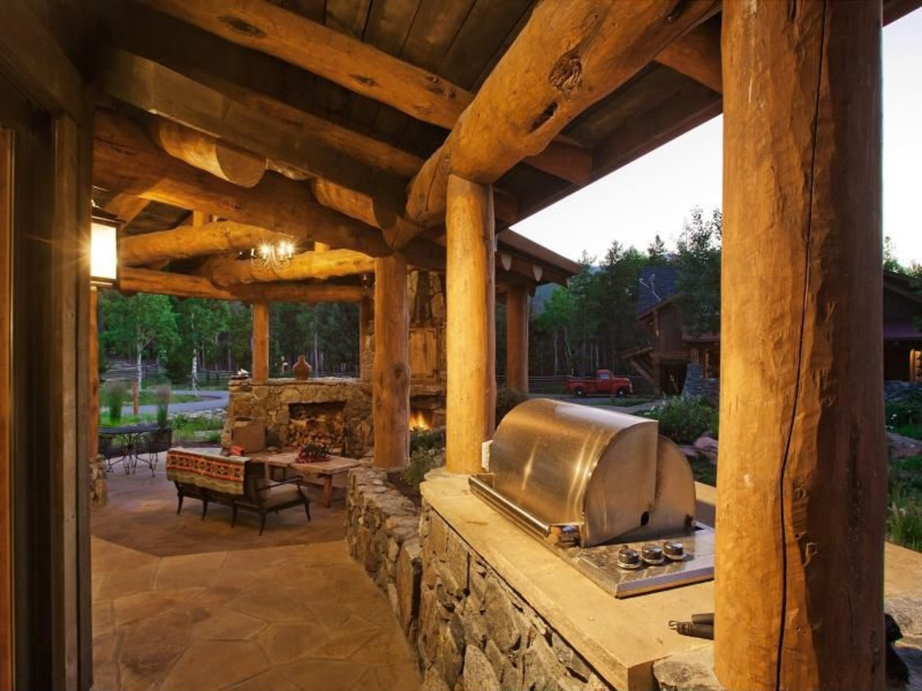 Great ideas for outdoor kitchens freestyle pools spas inc for Rustic outdoor kitchen ideas